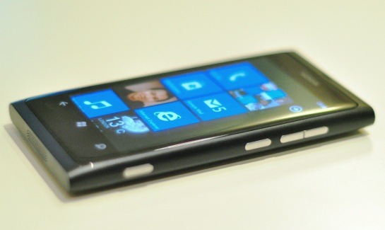 Nokia Lumia 800 FoneArena review 6