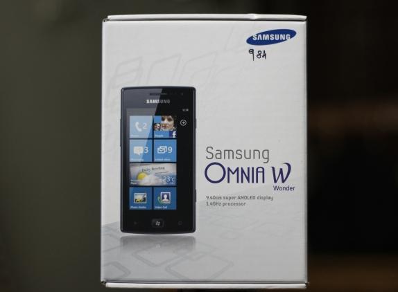 Samsung Omnia W Unboxing