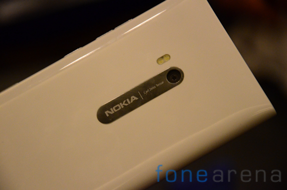 Lumia 900 White-9