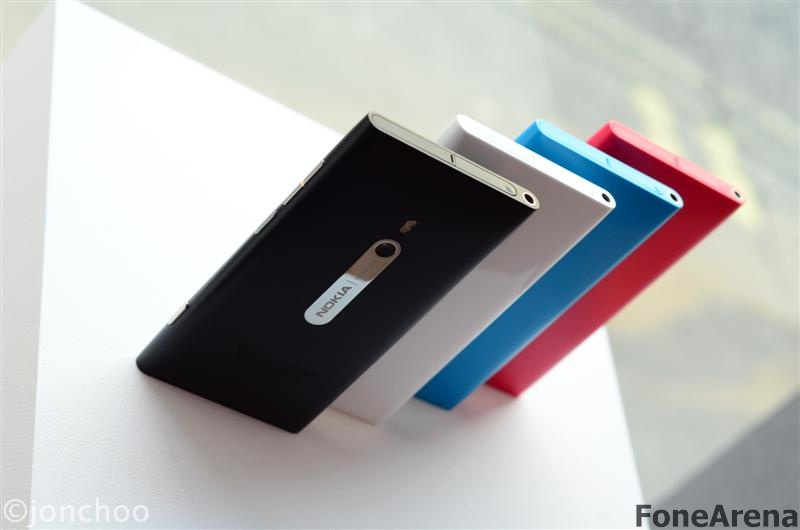 Nokia Lumia 800 White Magenta Cyan 01