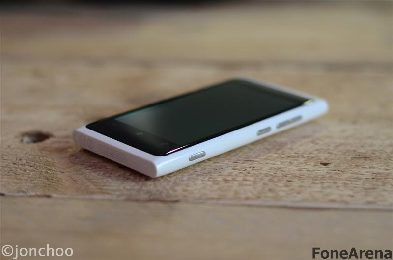 Nokia Lumia 800 White Version 01