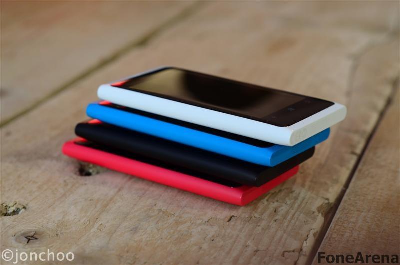 Nokia Lumia 800 White Version Magenta Cyan 06