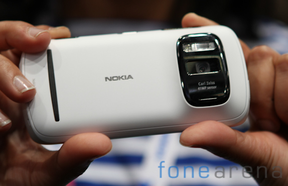 nokia-808-pureview-3385