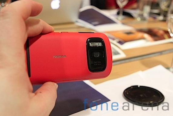 Nokia Pureview 808-10