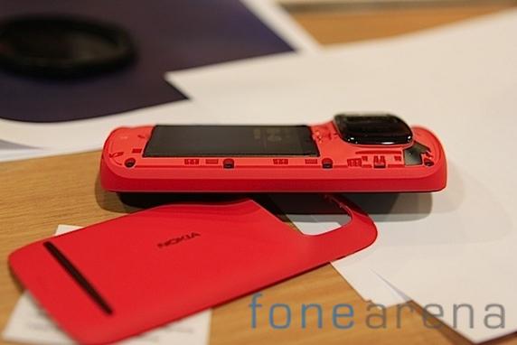 http://images.fonearena.com/blog/wp-content/uploads/2012/03/Nokia-Pureview-808-14.jpg