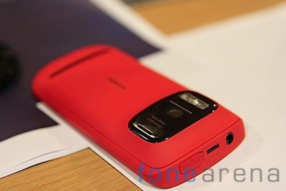 Nokia Pureview 808-15