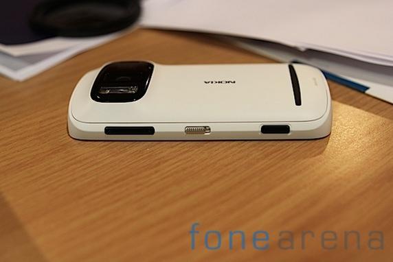 Nokia Pureview 808-18