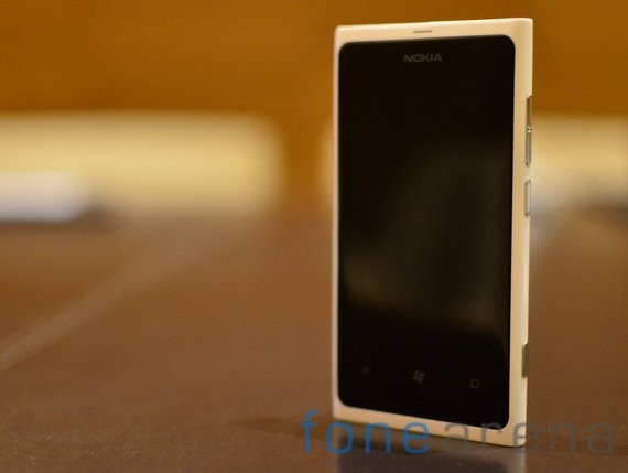 Nokia-Lumia-White-1