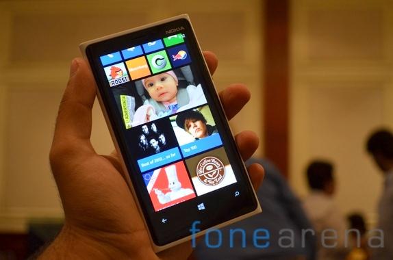 the lumia 920 follows the same design principes as the n9 lumia 800