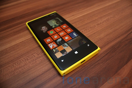 Nokia Lumia 920 yellow 02