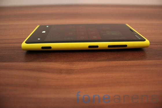 Nokia Lumia 920 yellow 06