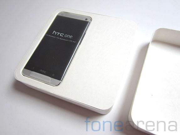 htc-one-unboxing-17