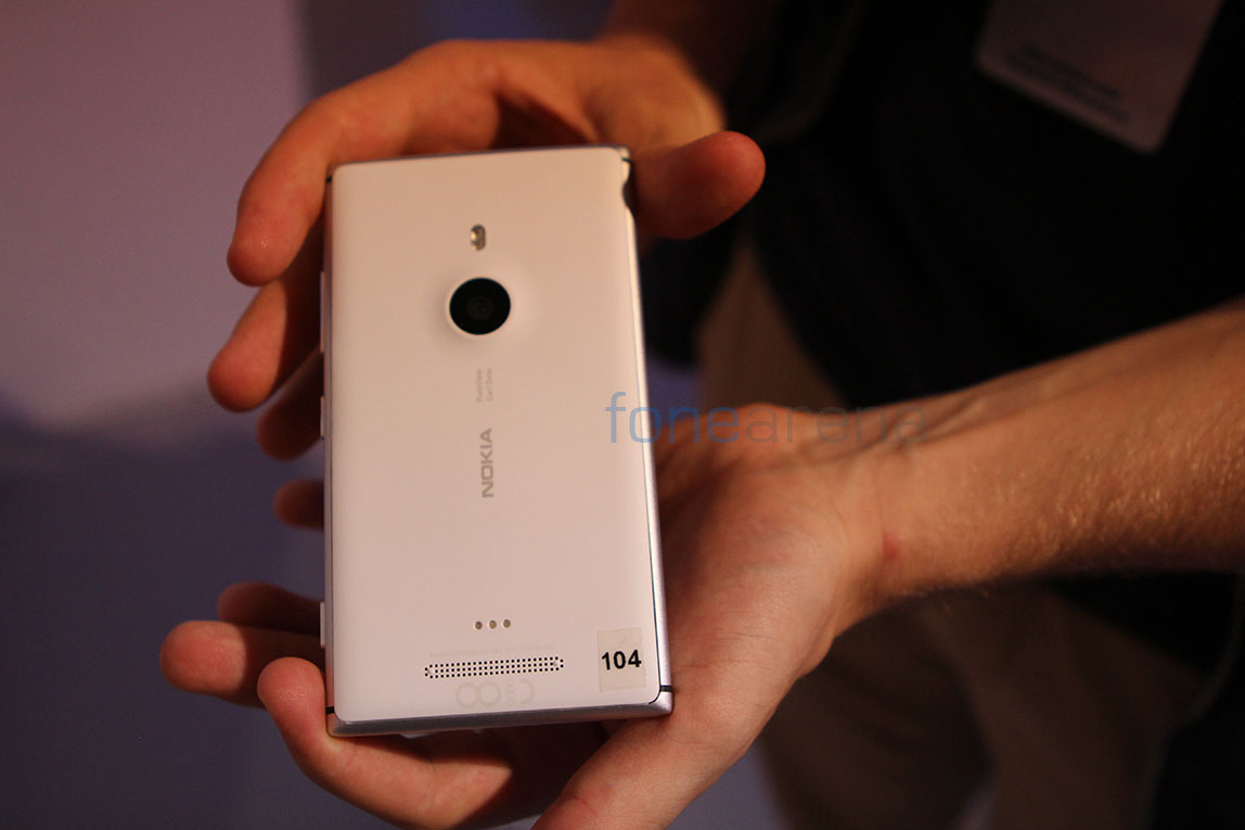 More images of the 41 MP Nokia EOS pop up, lets speculate!