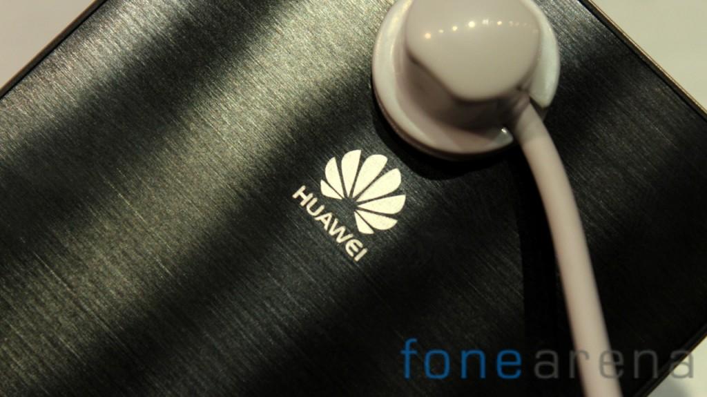 Huawei-Ascend-P6-Black-Huawei-Logo