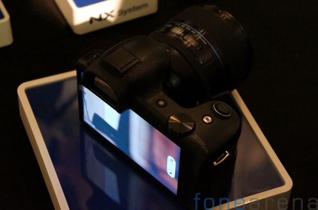 Samsung Galaxy NX Hands On-10