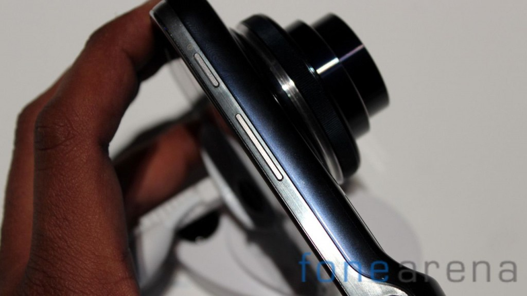 Samsung Galaxy S4 Zoom Hands On-10