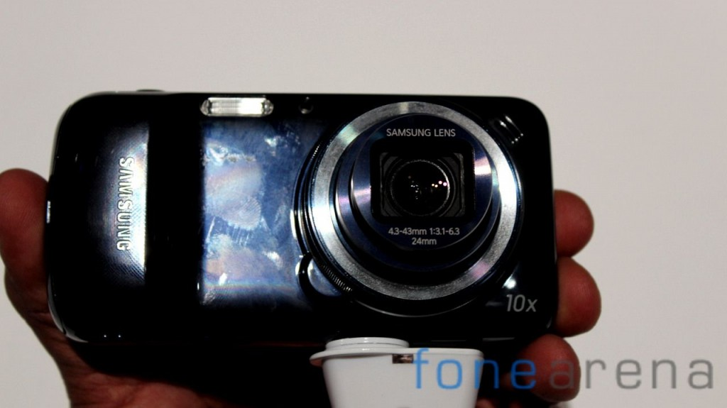 Samsung Galaxy S4 Zoom Hands On-14