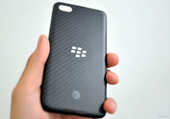 BlackBerry A10 back cover leak