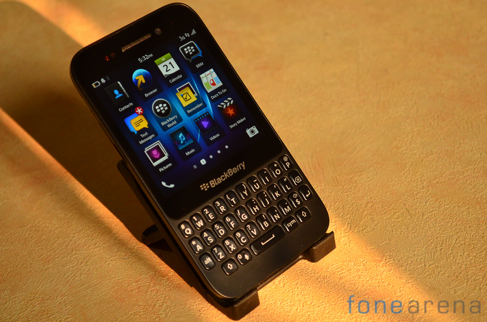 Blackberry-Q5-3