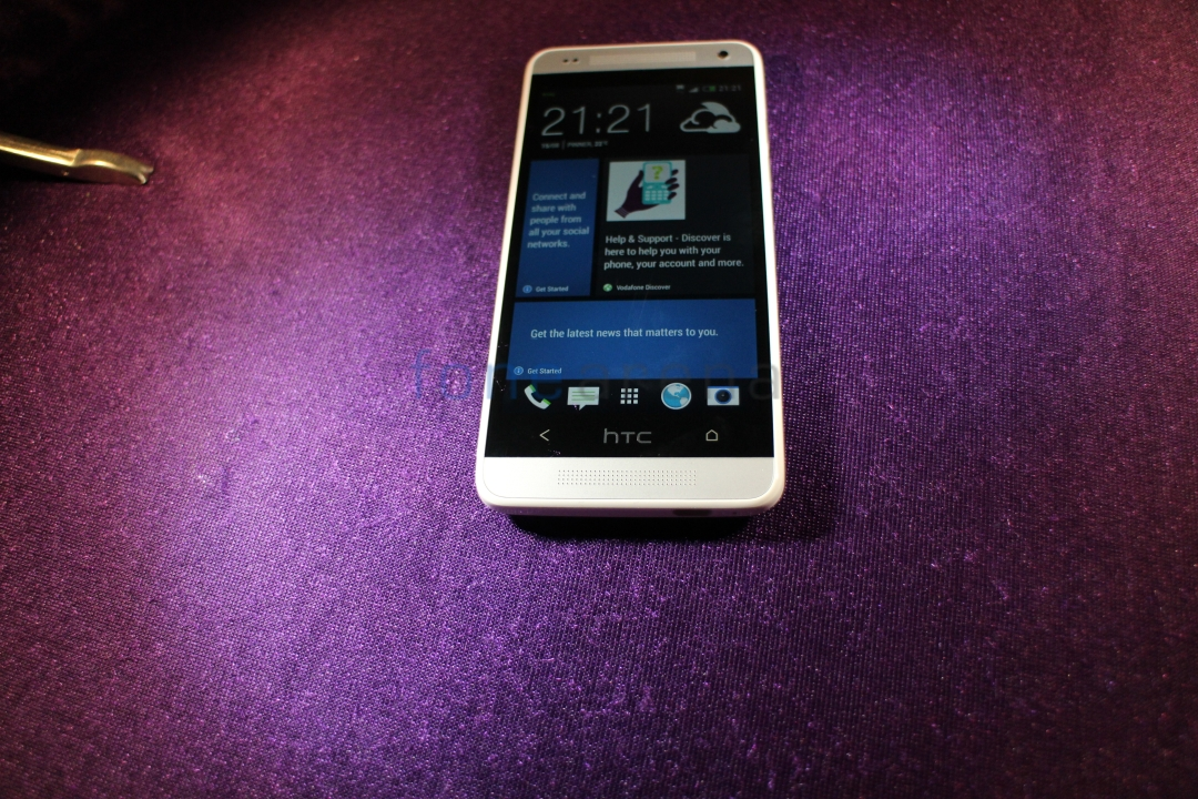 HTC-One-Mini-White-Front-Flash
