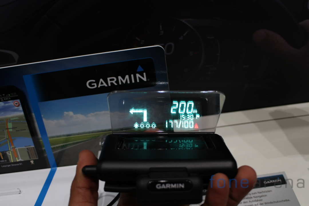 Garmin-HUD-Direction-Speed-Camera