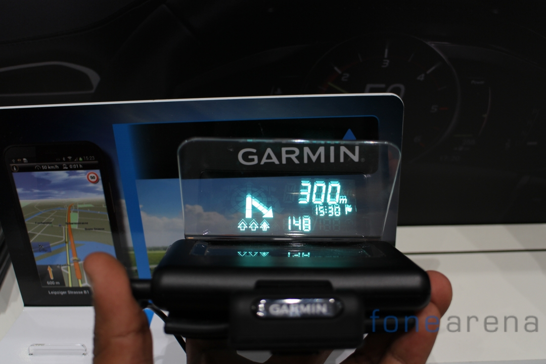 garmin hud heads up display hands on best technology. Black Bedroom Furniture Sets. Home Design Ideas