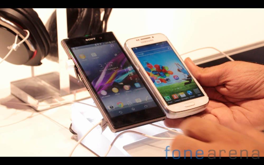 Sony-Xperia-Z1-Samsung-Galaxy-S4-2