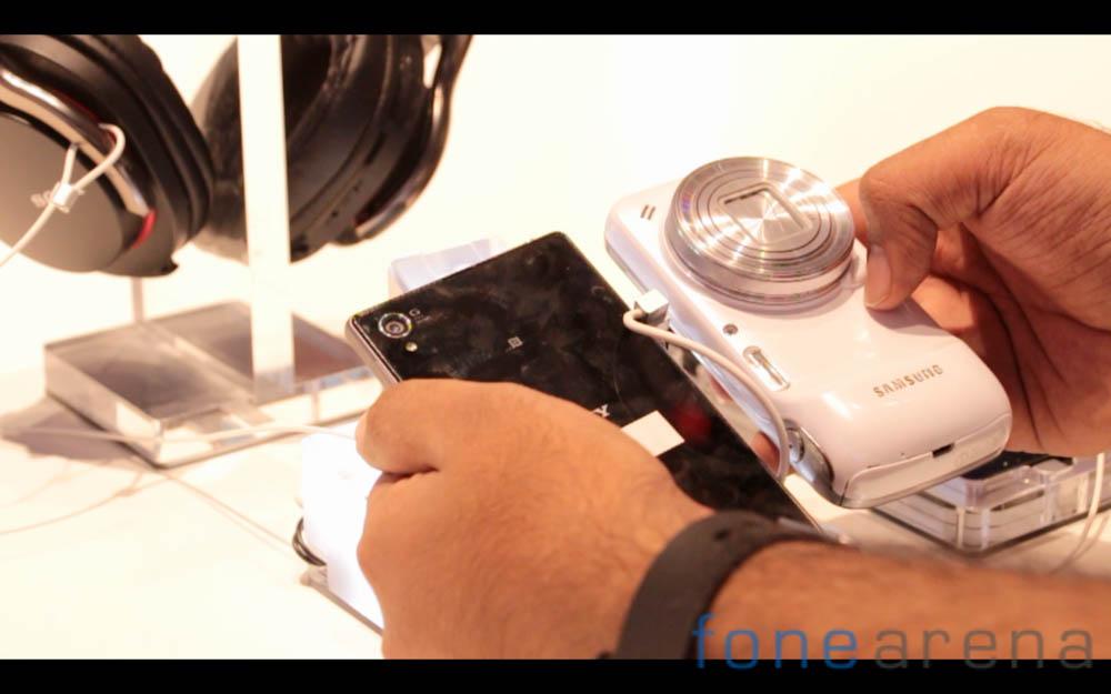 Sony-Xperia-Z1-Samsung-Galaxy-S4-3