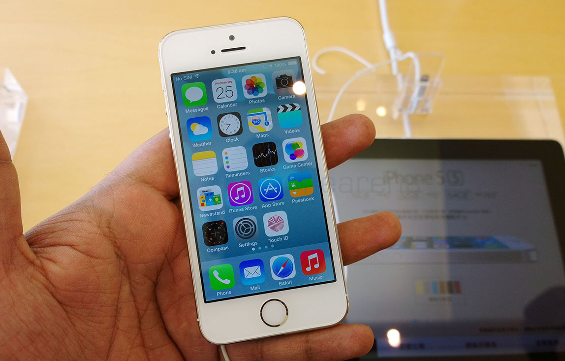 iphone 5s gold. apple-iphone-5s-gold-hands-on-10 iphone 5s gold