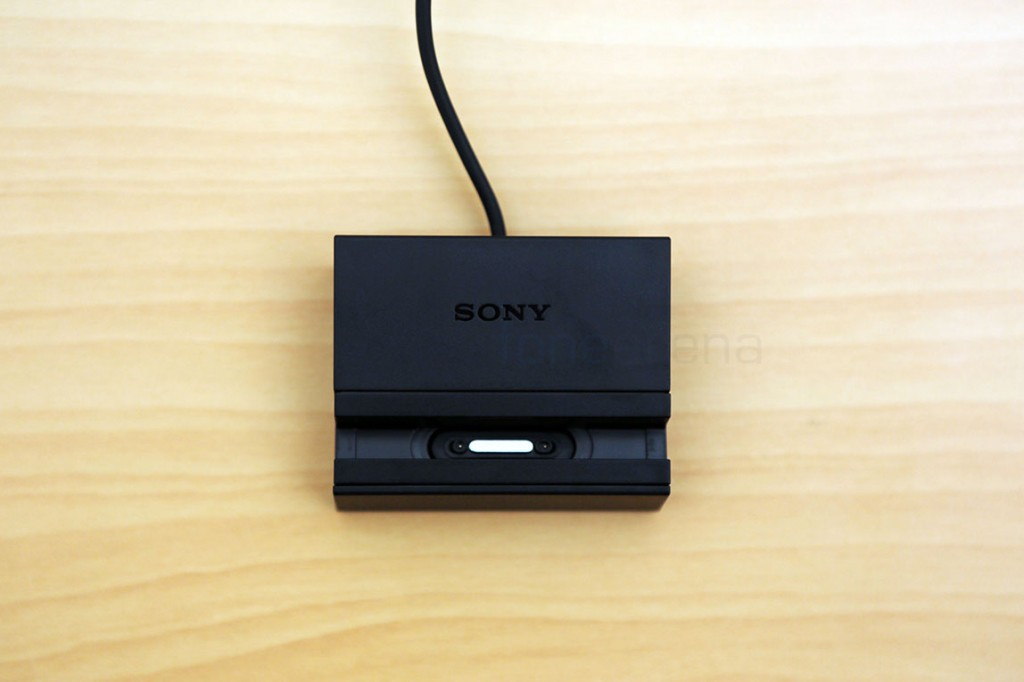 sony-xperia-z-ultra-magnetic-charging-dock-3