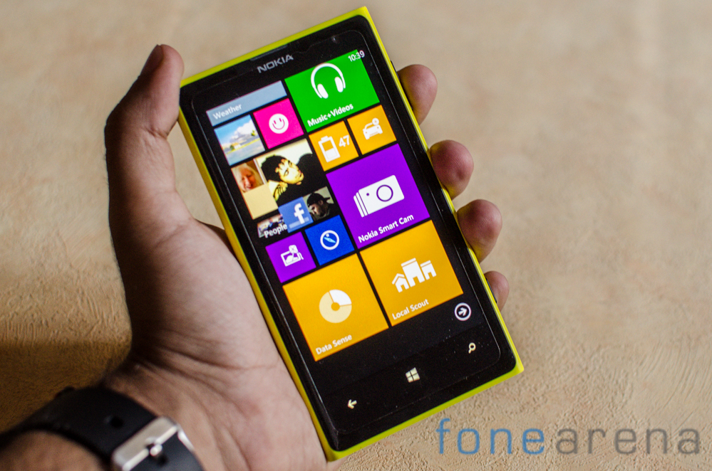 Nokia-Lumia-1020-Review-1-3