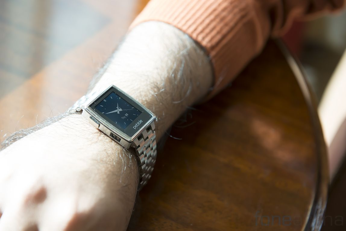 pebble-steel-hands-on-2