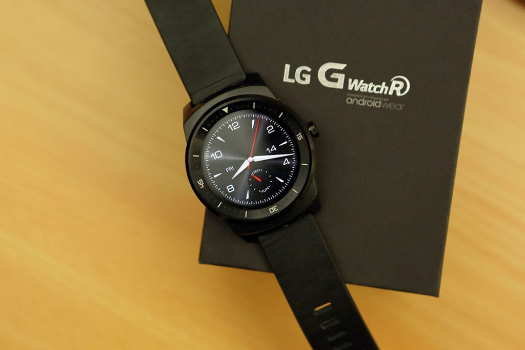 LG-G-Watch-R-Unboxing-6