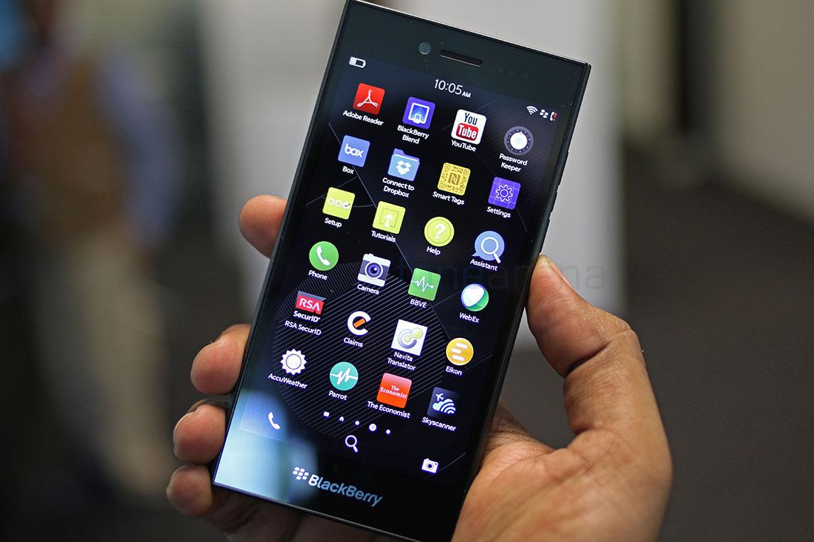 downloading apps on blackberry leap