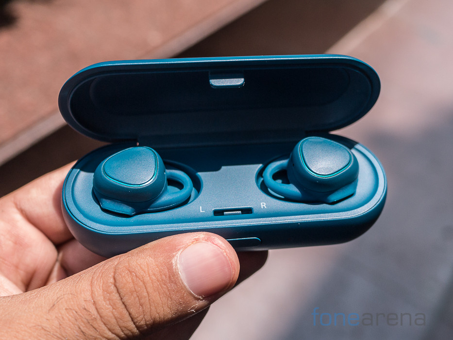 samsung gear iconx bluetooth earbuds with heart rate monitor launched in india for rs 13490. Black Bedroom Furniture Sets. Home Design Ideas