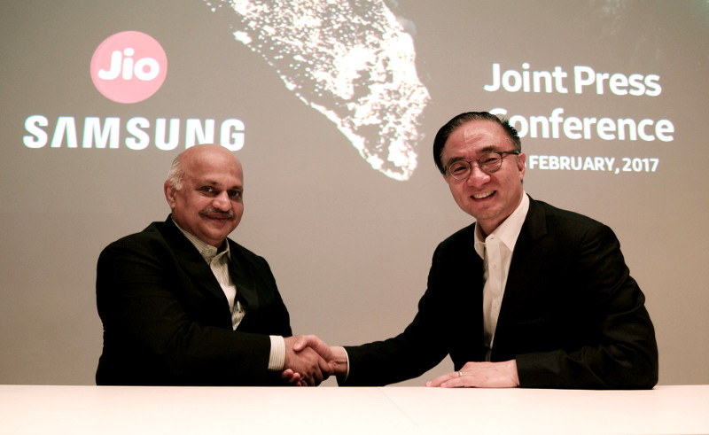 Jyotindra Thacker and Kim Young-ky at Samsung Jio event MWC 2017