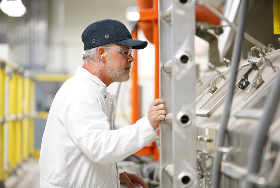 Apple invests $200 million in Gorilla glass maker Corning
