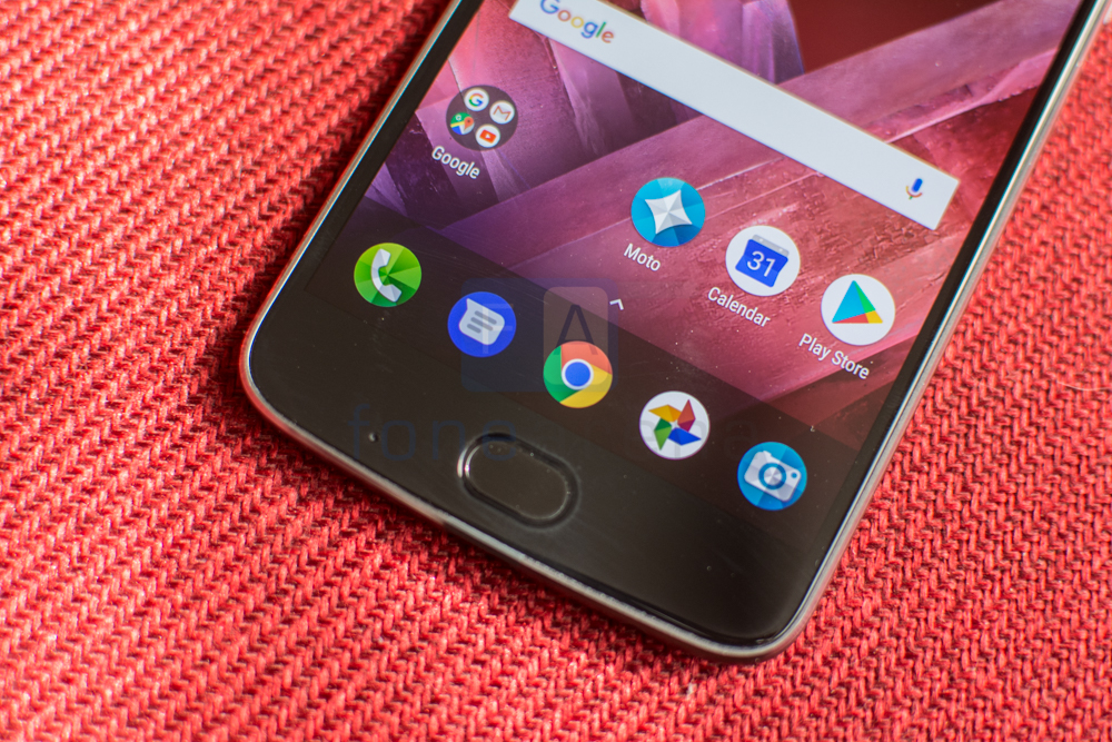 Moto Z2 Play Review -2