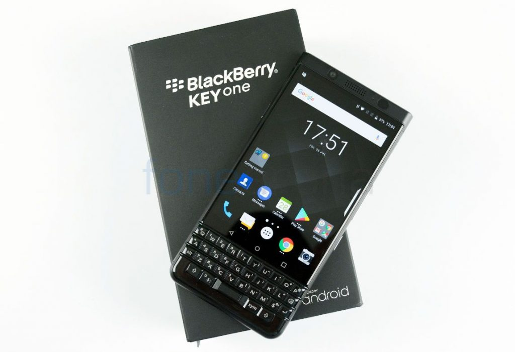 BlackBerry KEYone_fonearena-01