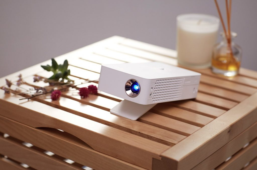 LG-MiniBeam-Projector_PH30J_1