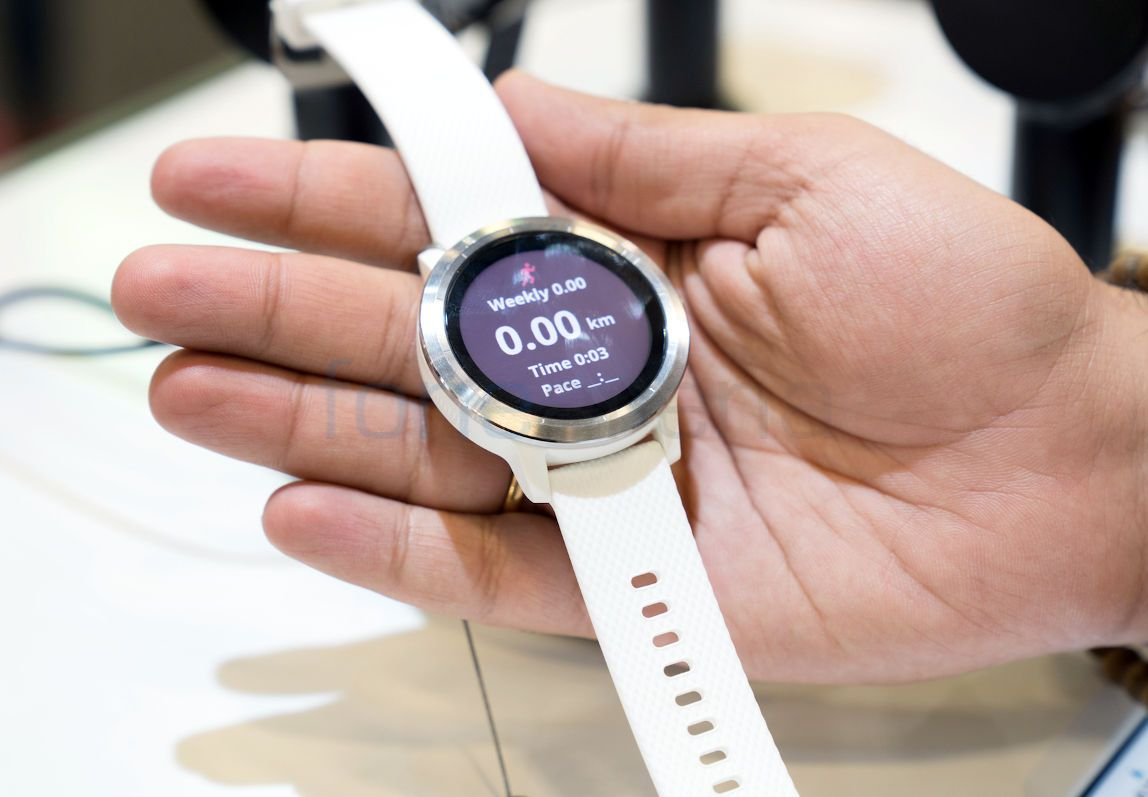 567435 together with Fitbit Ionic Watch further Fitbit Ionic Review Great Battery Life Beautiful Design But Is This Really A furthermore Samsung Gear S3 Frontier Review Lookin Classy While Exertizen likewise The Best Fitness Trackers. on apple gps tracking device