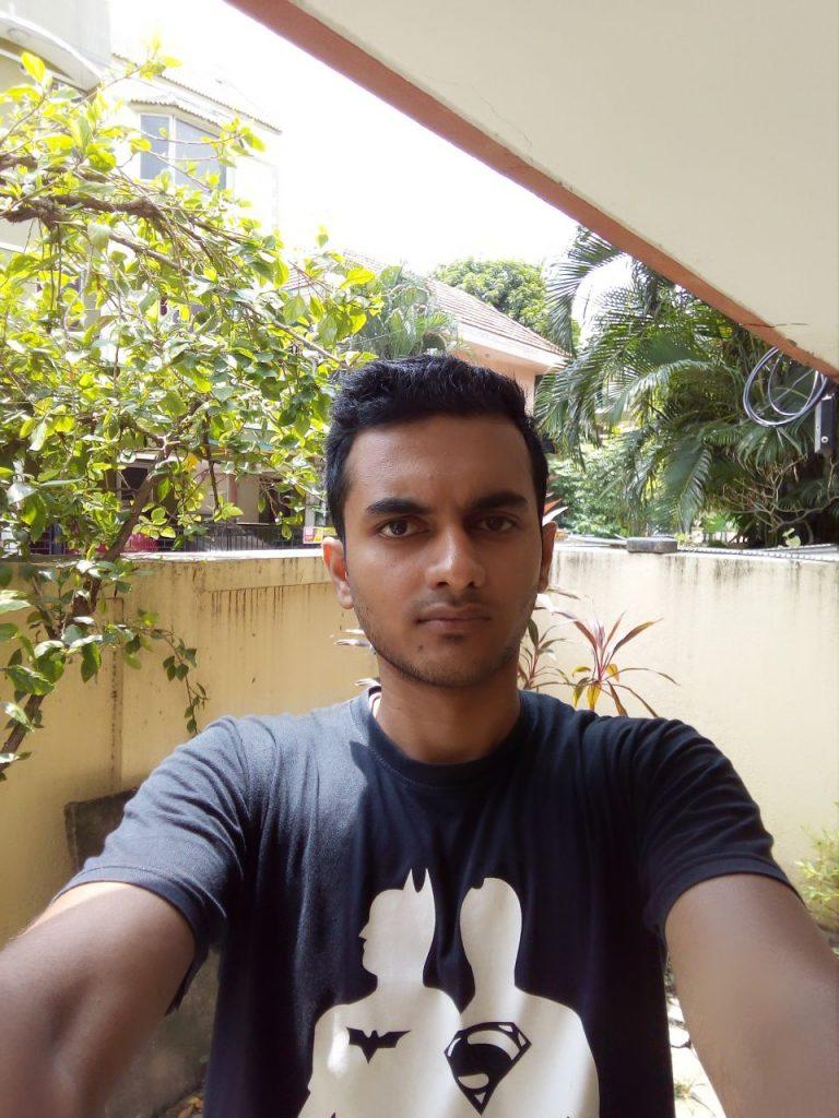 Comio-S1-Selfie-2