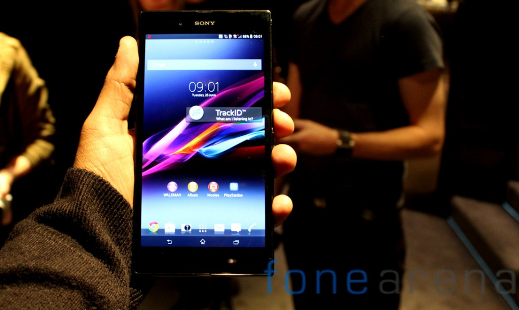 Sony-Xperia-Z-Ultra-In-Hands-Front