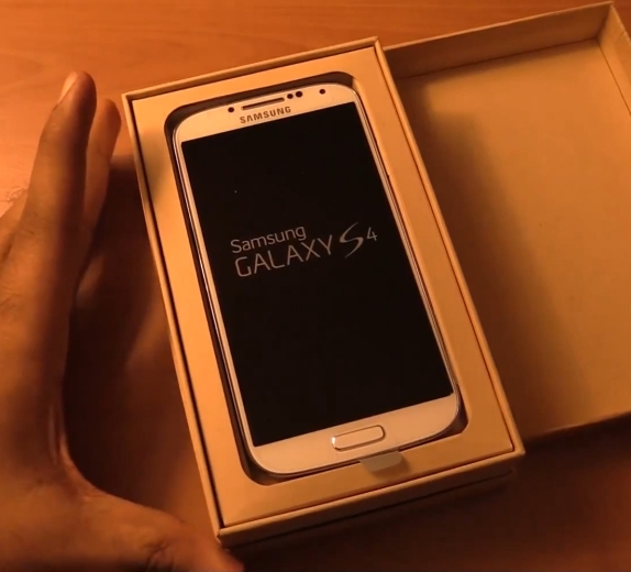 samsung-galaxys4-google-play-unboxing
