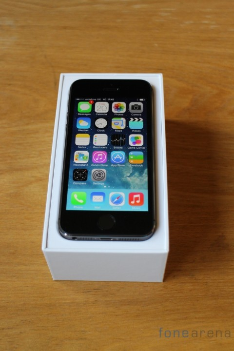 Apple-iPhone-5S-Space-Grey-Front-Box