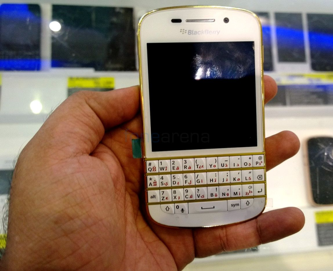 BlackBerry Q10 Special Gold Edition Hands On