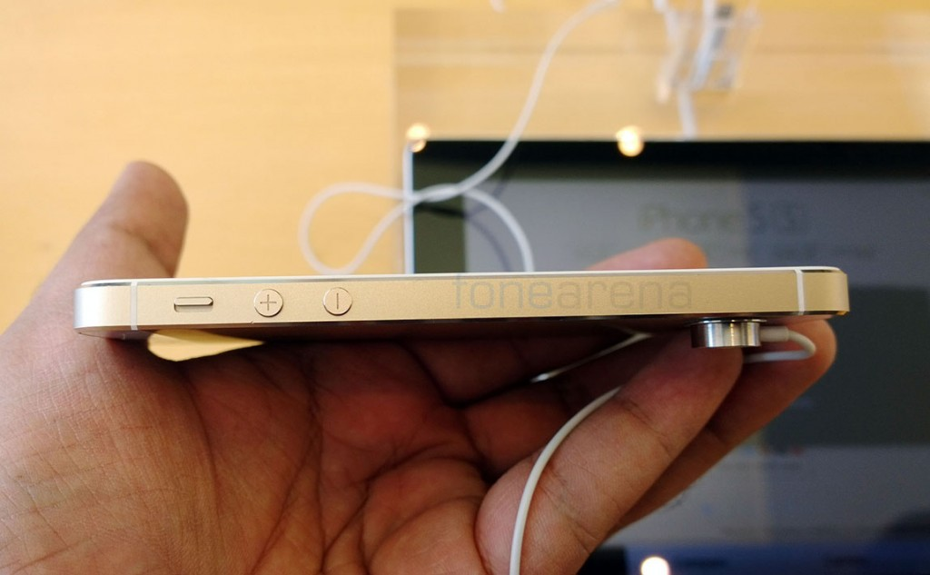 apple-iphone-5s-gold-hands-on-9