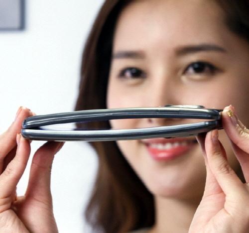 LG G Flex Curved Display