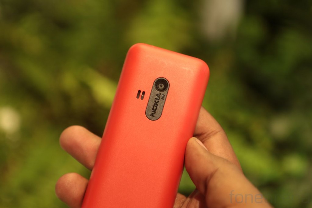 Nokia 220 Hands on and Photo Gallery