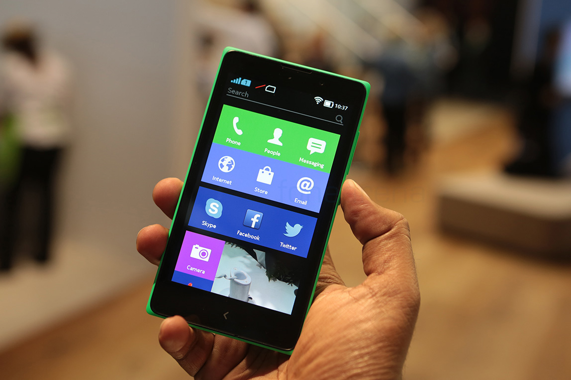 Hands on with the Nokia XL: Lumia 520 killer?